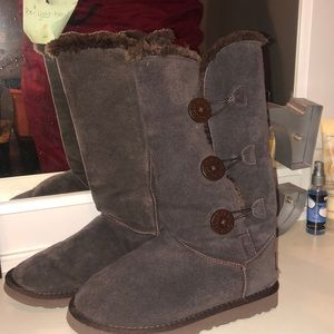Like new 3 button Uggs